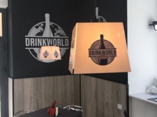 Realizzazione lampadari, insegni e loghi per bar